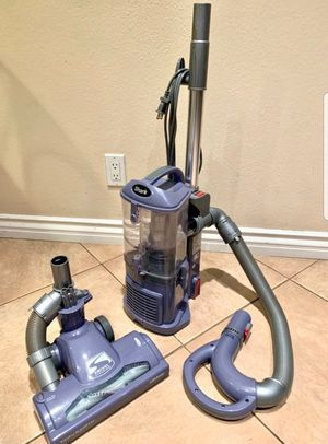 Shark lift away vacuum like new condition for Sale in Anaheim, CA