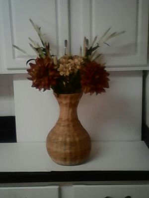 A Beautiful Flower Arrangement With A Straw Vase . for Sale in Loganville, GA