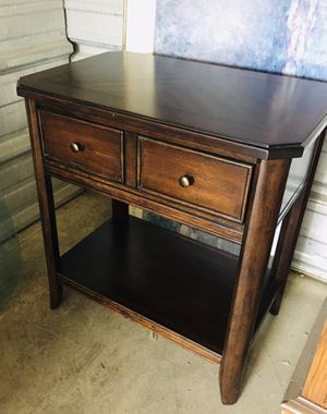 HAVERTYS side end table Night stand Hilliard for Sale in Columbus, OH