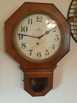 INGRAHAM 8 DAY KEY CLOCK (in working condition) for Sale in Centralia, WA