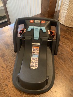 Uppababy car seat base - MESA for Sale in Nashville, TN