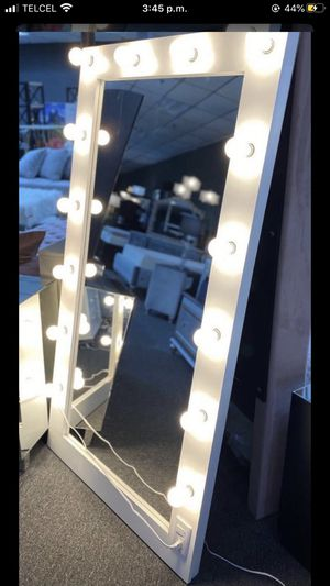 New stand mirror with ligths/29 down for Sale in Missouri City, TX