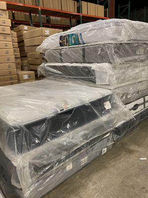 MATTRESS QUEEN GOOD BRANDS for Sale in Dallas, TX