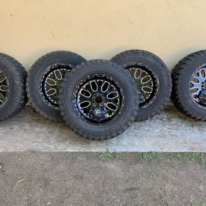 "5 35""x12.5x 20 RBP M/T Tires Mounted On Fuel 20"" Wheels for Sale in Santa Ana, CA"