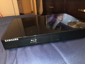 SAMSUNG BLU RAY DVD PLAYER (COMES WITH BLU RAY DVDS) for Sale in The Bronx, NY