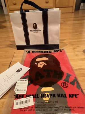 Bape Medium shirt (NEW) never worn or opened for Sale in Miami, FL