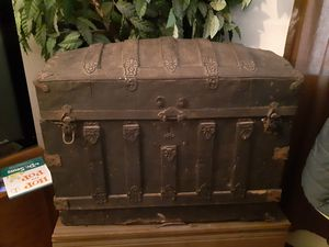 Antique trunk for Sale in Edwardsville, IL