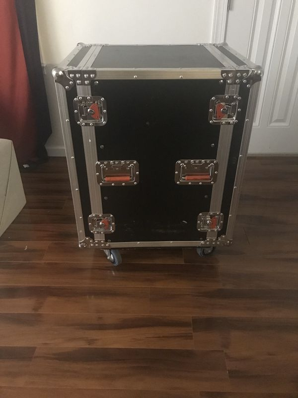 Gator 16U ATA Road Case with casters. Great condition $250