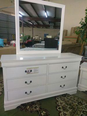 Dresser mirror for Sale in Fort Worth, TX