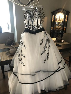 Wedding dress never worn size 12. Beautiful dress. for Sale in Norco, CA