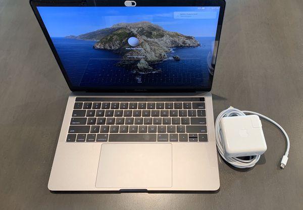 Macbook Pro 13-inch 2017 four thunderbolt 3 ports Core i7