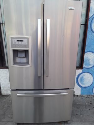 REFRIGERATOR WHIRLPOOL GOLD STAINLESS STEEL ICE MAKER MACHINE WATER DISPENSER EXTREMELY CLEAN for Sale in Los Angeles, CA