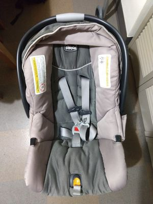 Chicco KeyFit 30 infant car seat, papyrus negotiable for Sale in Seattle, WA