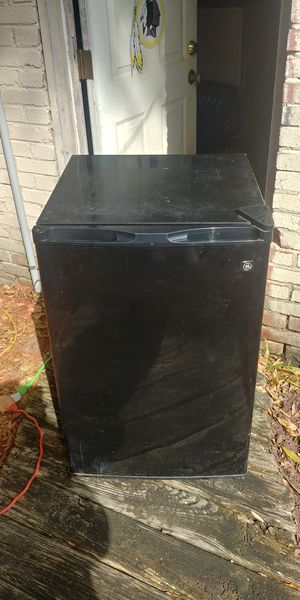GE refrigerator apt size for Sale in S CHESTERFLD, VA