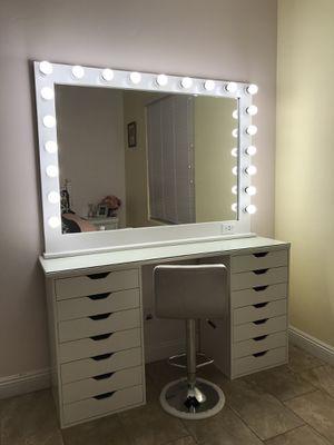 Complete Large Makeup Vanity Mirror Set for Sale in Las Vegas, NV