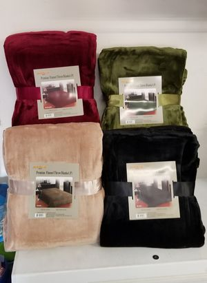 New queen flannel blankets $14 each for Sale in Corona, CA