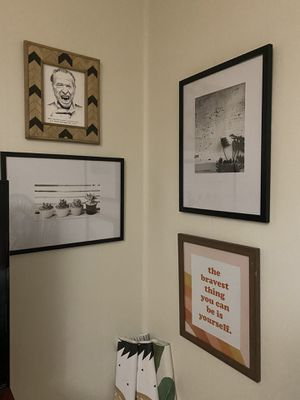 2 black and white framed pictures for Sale in Nashville, TN