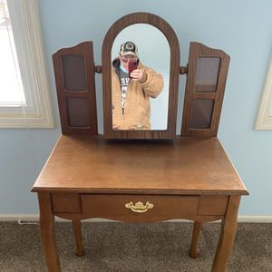 Make Up Table. for Sale in Tinley Park, IL