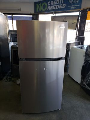"""New Frigidaire Refrigerator 24"""" wide for Sale in Long Beach, CA"""