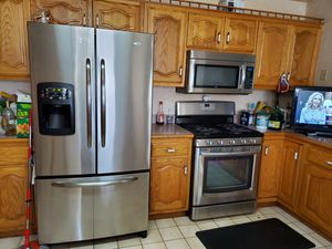 Frigidetor stove gas microwave LIKE NEW accept offer for Sale in Joliet, IL