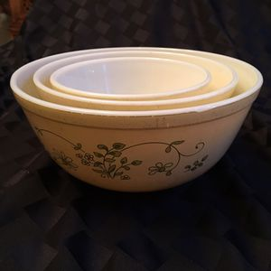 Vintage Pyrex Mixing bowls, yellow with green vines for Sale in Monroe, WA