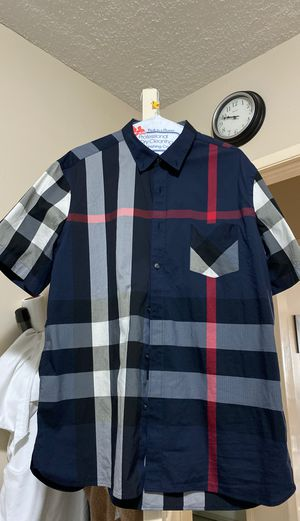 BURBERRY NAVY BLUE SHORT SLEEVE SIZE XXXL SLIM FIT(FITS LIKE A XL) AUTHENTIC for Sale in Garden Grove, CA