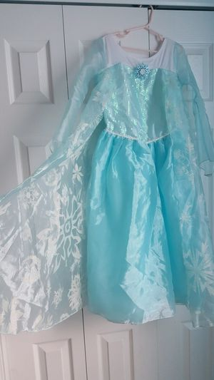 Disney Elsa dress (7-8), wig and bucket for Sale in Heathrow, FL