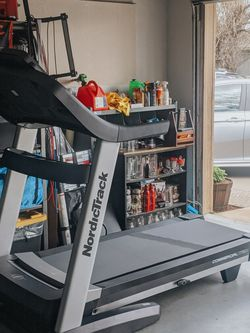 Nordictrack Commercial 1750 Treadmill for Sale in Belmont,  CA