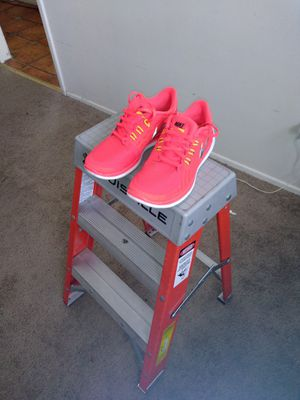 Nike women's 6 and a half for Sale in San Gabriel, CA