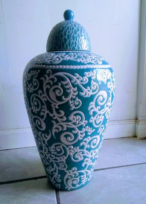 Large urn or flower vase for Sale in Fowler, CA