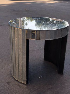 Mirrored End Table for Sale in Pico Rivera, CA