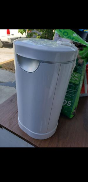 Munchkin PAIL™ Diaper Pail, Powered by Arm & Hammer for Sale in Los Angeles, CA