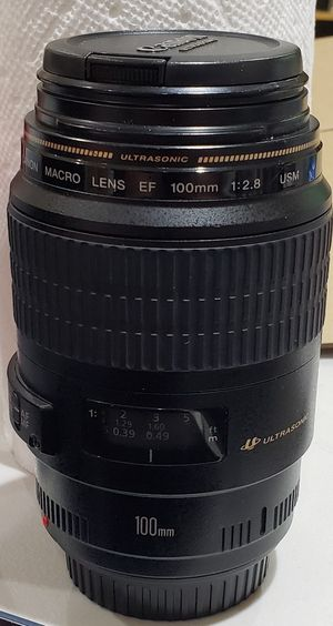 Canon 100mm f/2.8 lens for Sale in Chicago, IL