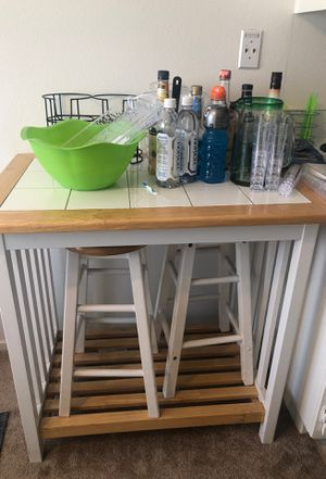 Bar/island with matching kitchen table with matching 4 chairs for Sale in Anaheim, CA