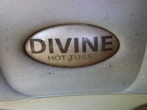 2012 Divine Hot Tub Lounger from Costco for Sale in Covina, CA