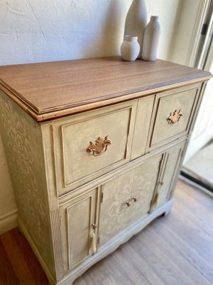Antique Cabinet *PENDING PICKUP* for Sale in Long Beach, CA