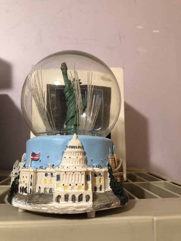 Light up Statue of Liberty in the Globe