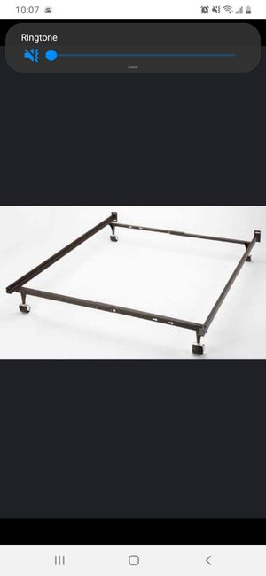 King sizes metal bed frame for Sale in Albuquerque, NM