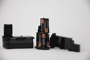 Canon battery grip & battery Magazine for Sale in Palmdale, CA