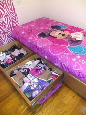 Solid wood platform twin bed with storage for Sale in N BELLE VRN, PA