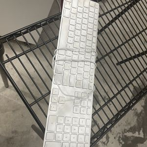 USB Apple Keyboard for Sale in Beaverton, OR