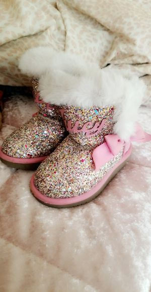 Jucy couture boots in good condition size 6 in toddler girl! for Sale in Fresno, CA