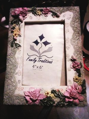 """Floral 4x6"""" Pic Frame for Sale in Milan, IL"""
