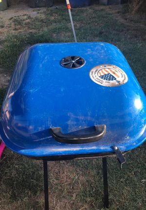 Charcoal grill for Sale in Los Angeles, CA