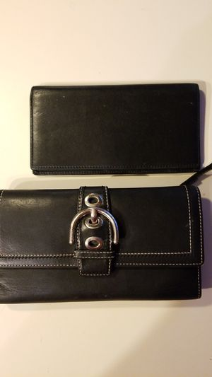 Authentic Coach leather wallet for Sale in Albuquerque, NM
