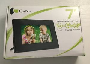 """GiiNii GT701P1 7"""" Digital Picture Frame for Sale in Cooper City, FL"""
