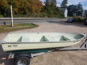 12ft Fishing Boat with Registration Papers Aluminum for Sale in Stonington, CT