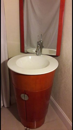 Bathroom rounded cabinet sink with faucet for Sale in Dania Beach, FL