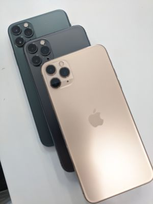 256GB APPLE IPHONE 11 PRO MAX UNLOCKED for Sale in Seattle, WA