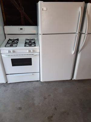 Frigidaire refrigerator and stove for Sale in Bellflower, CA